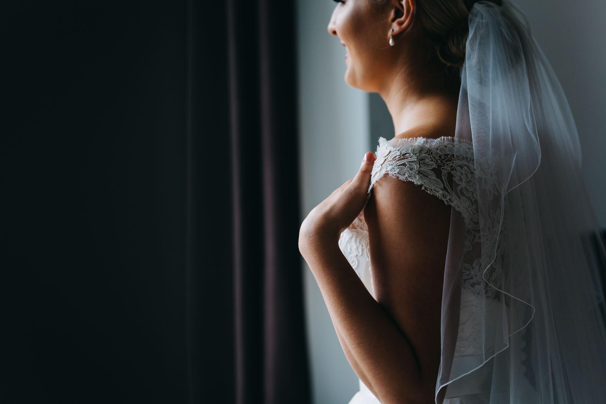 book-theme-wedding-dodmoor-house-7