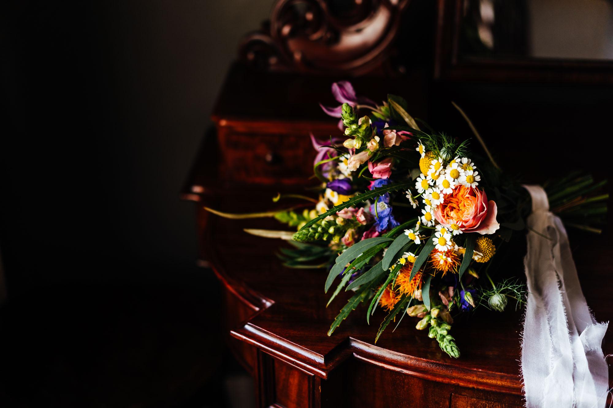 colourful-suffolk-barn-wedding-1