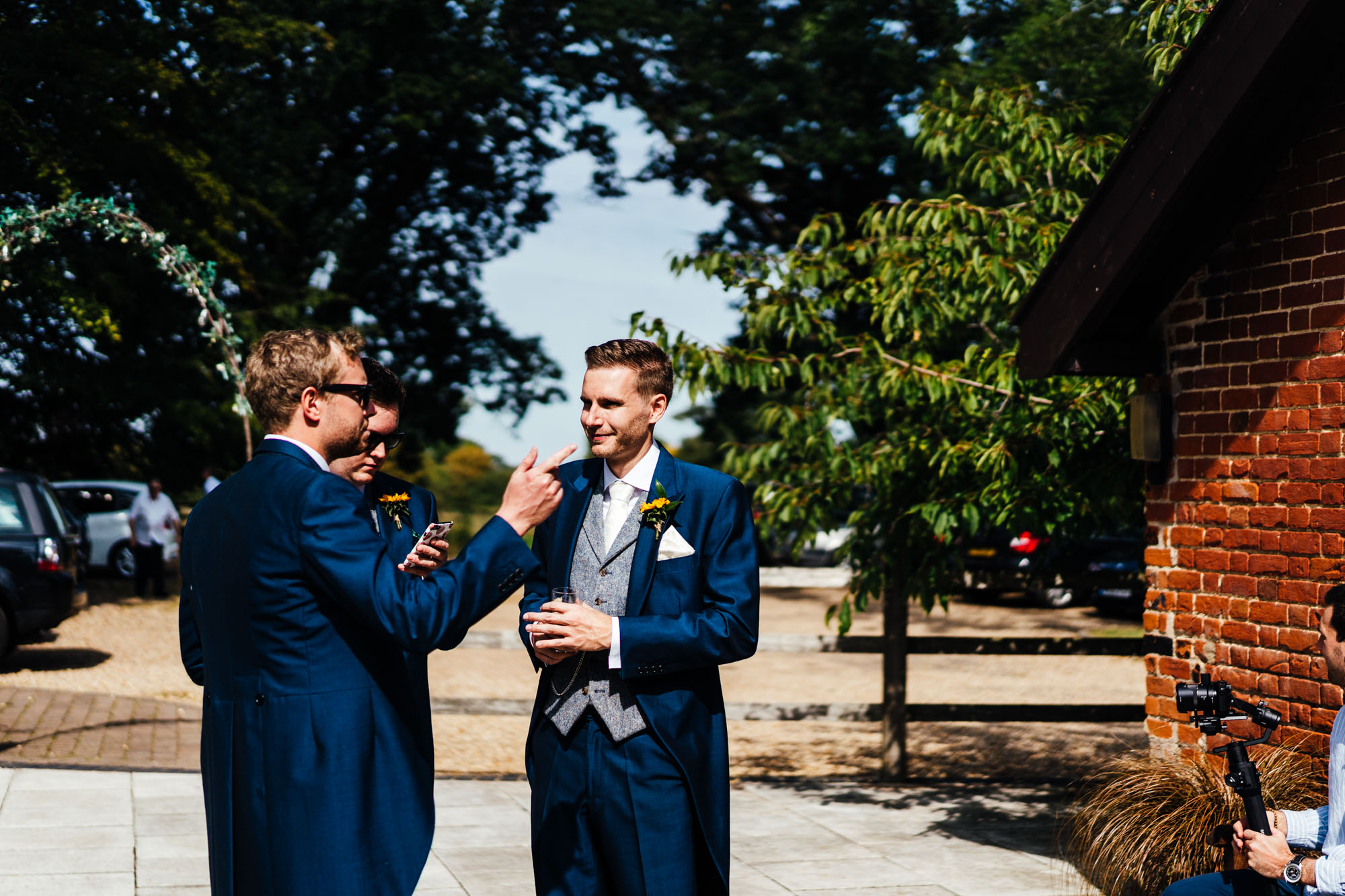 colourful-suffolk-barn-wedding-10