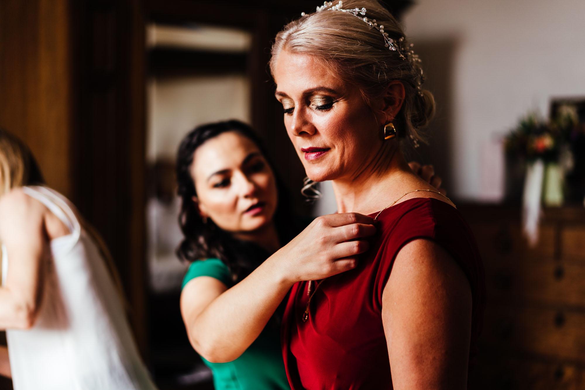 colourful-suffolk-barn-wedding-14