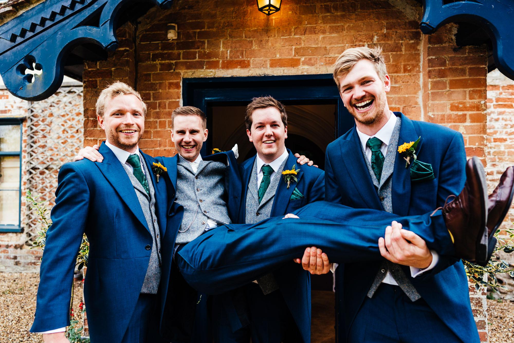 colourful-suffolk-barn-wedding-36