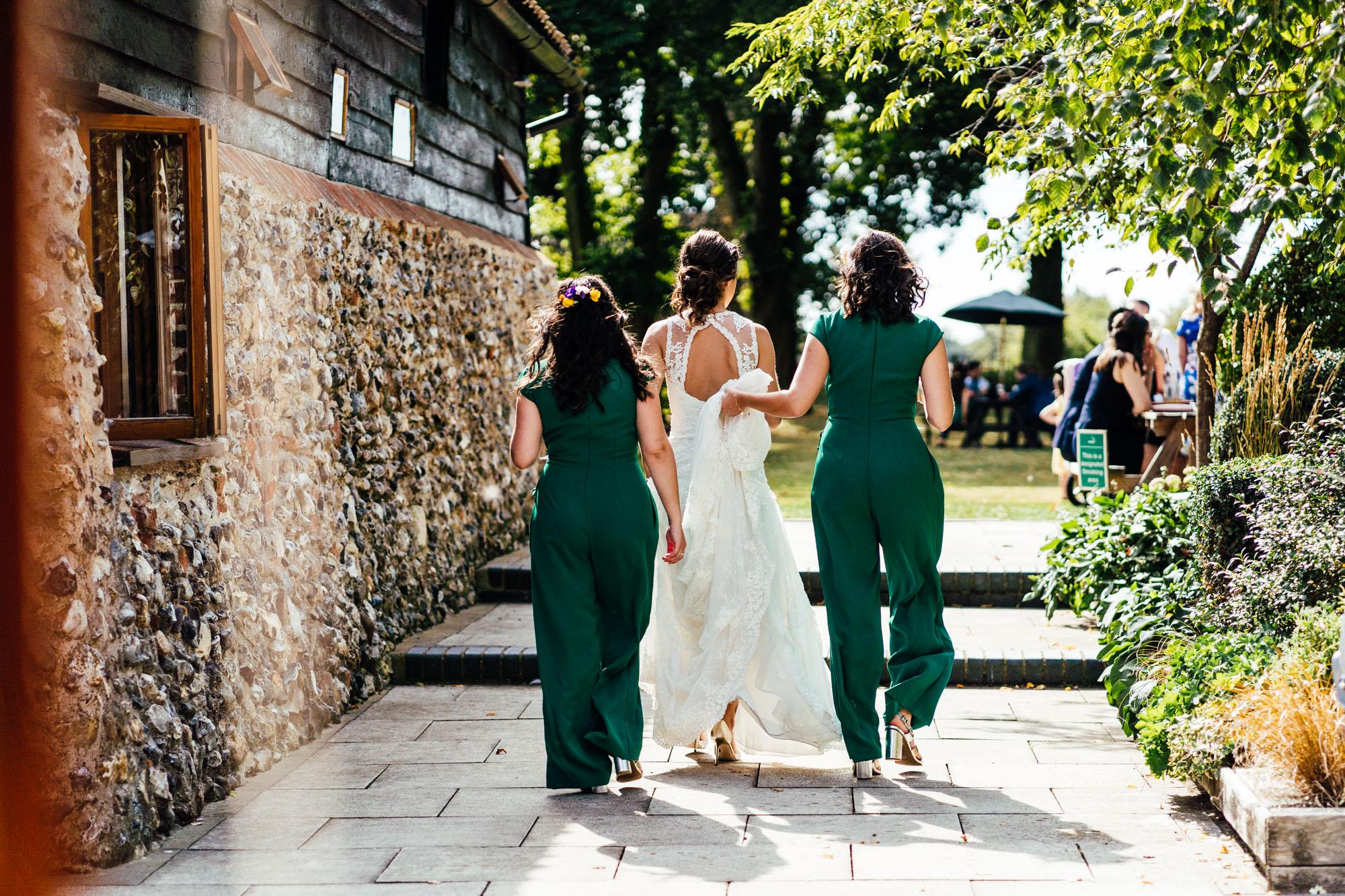 colourful-suffolk-barn-wedding-41