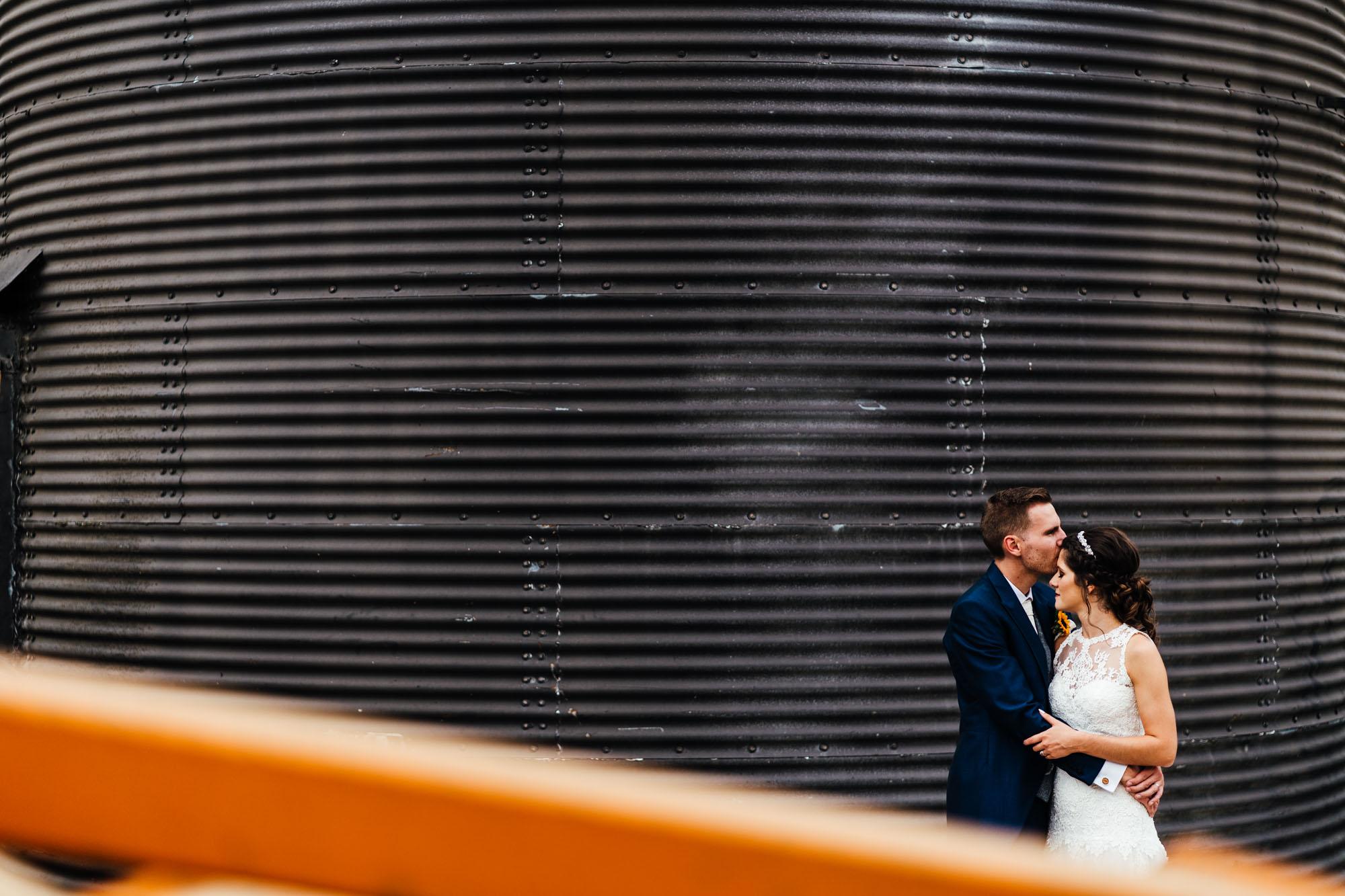 colourful-suffolk-barn-wedding-51