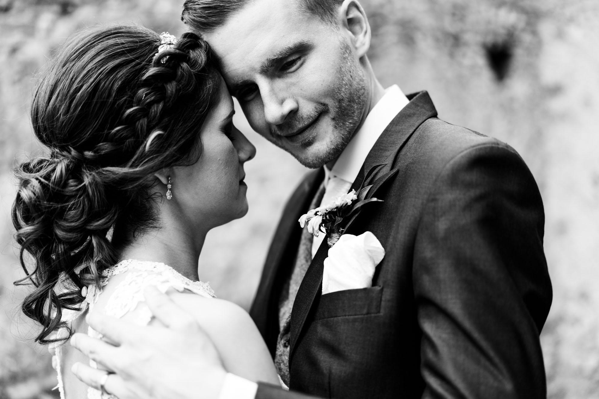 colourful-suffolk-barn-wedding-55
